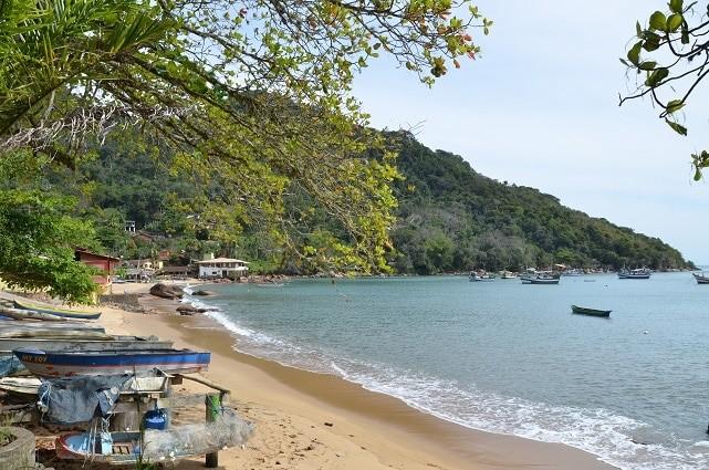 Praia e comunidade de Picinguaba