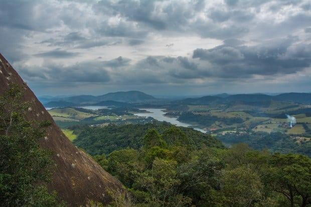 Vista da represa do Jaguary que banha Extrema, no sul de MInas Gerais