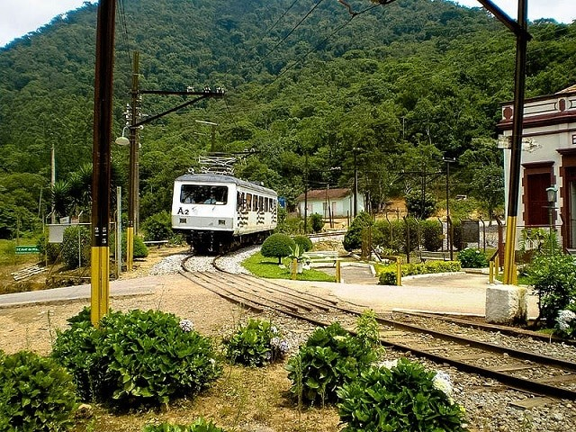 Trem da Estrada de Ferro Campos do Jordão, Chegando em Santo Antonio do Pinhal | Creative Commons