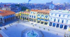 A Plaza Vieja é uma das atrações do roteiro em Havana