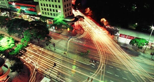 Cruzamento no centro de Belo Horizonte, do Othon Palace Hotel | Foto: Wiki Media