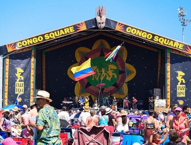 Ritmos africanos e caribenhos em tenda no festival de jazz