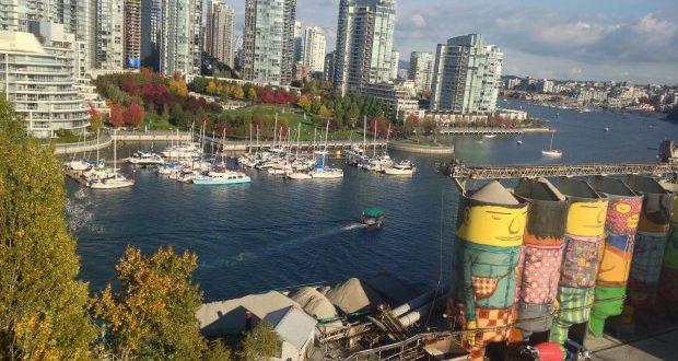Vancouver é uma cidade portuária com modernos prédios