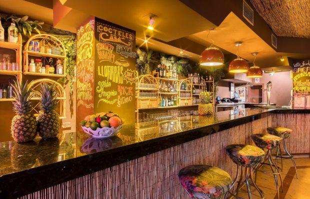 Drinks criativos e música latina mostrram a variedade da noite na Espanha