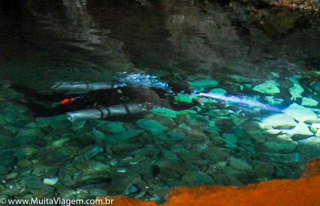 mergulho caverna