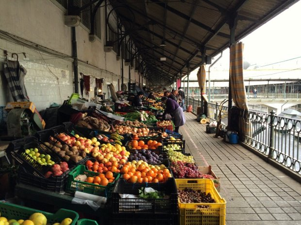 No roteiro por Porto, veja um típico mercado municipal de Portugal