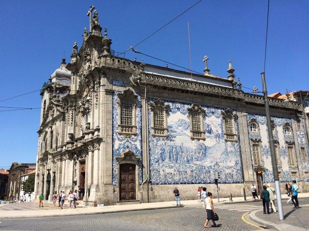 No roteiro por Porto, conheça igrejas e outros lugares históricos