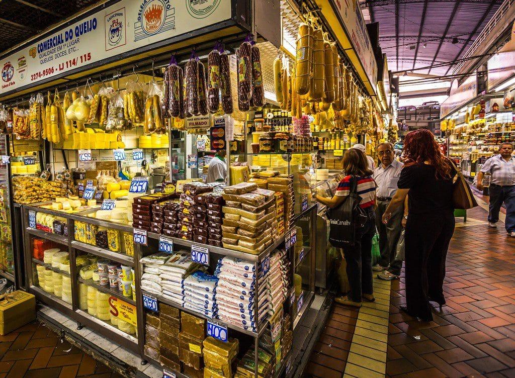 Entre os passeios para fazer em BH, não pode faltar no roteiro a comida mineira do Mercado Central