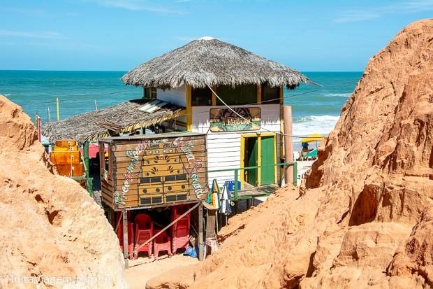 Canoa Quebrada: o que fazer na vila das festas e falésias no Ceará