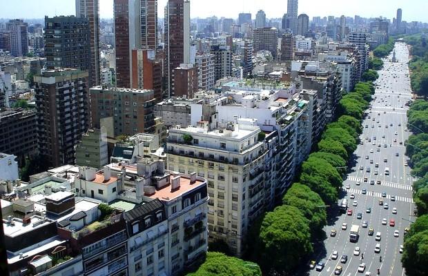 Buenos Aires tem largas avenidas para passeios a pé