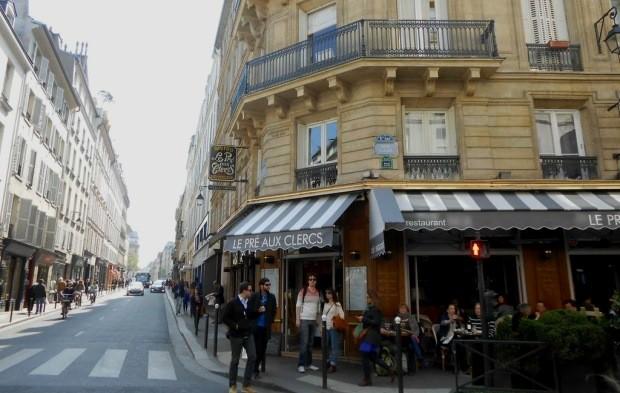 Hemingway almoçava, fumava, bebia e até escrevia no Les Pré Aux Clercs