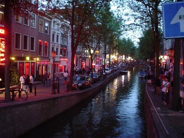 O famoso Bairro da Luz Vermelha, em Amsterdam | foto - Bjarki Sigursveinsson