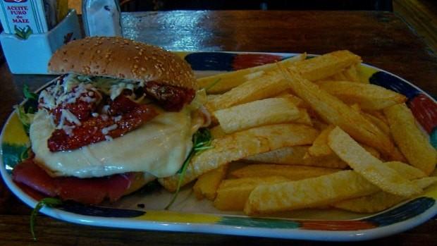 O hambuguer do Café Arbol é muito bom e barato