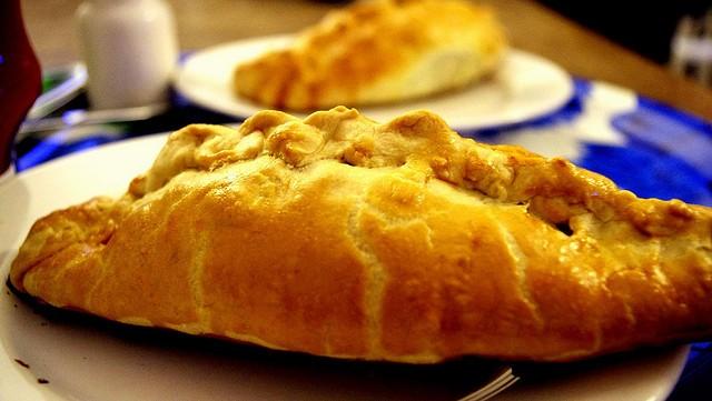 cornish-pastry-comer-em-londres