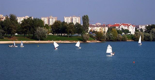 lago-jarun-praia--zagreb-croacia