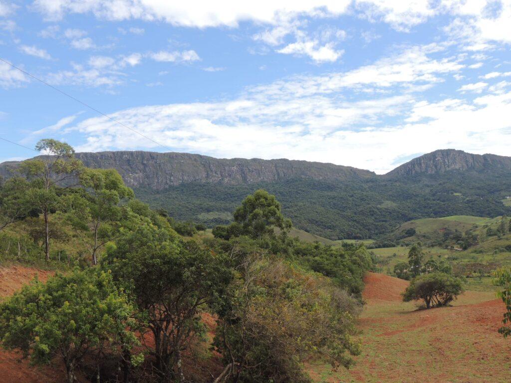 Tiradentes é uma cidade histórica no roteiro da Estrada Real no sopé da serra de São José