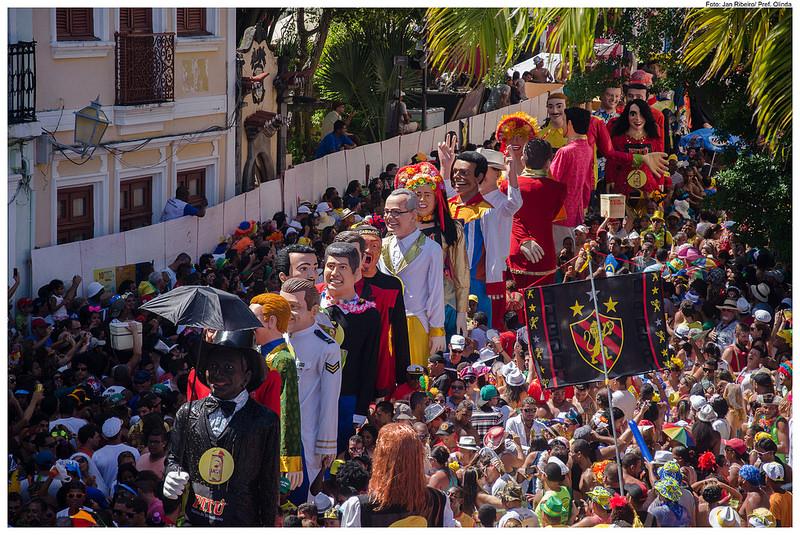 Foto dos bonecões de Olinda no Carnaval 2014
