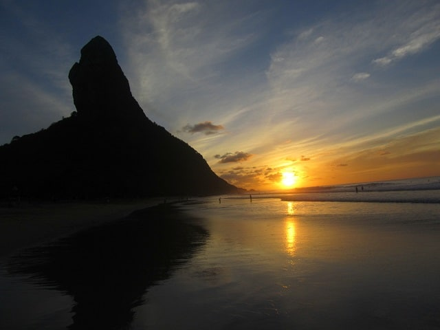 fernando-de-noronha-praia-conceicao-sol