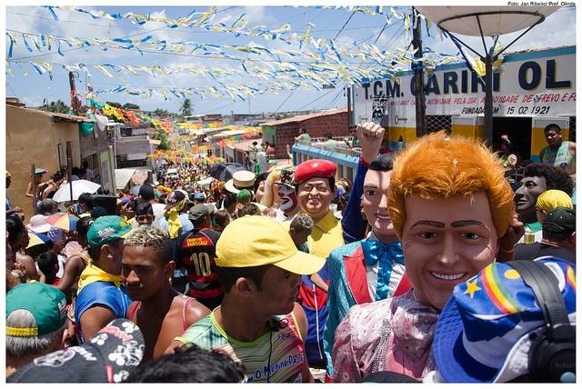 Os bonecos gigantes de Olinda em uma foto de perto