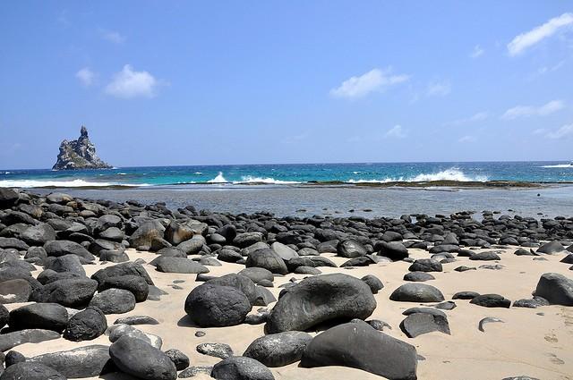 Praia do Atalaia, em Fernando de Noronha
