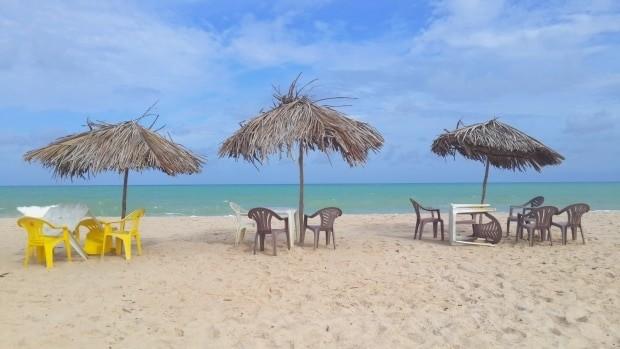 O guarda-sol de palha é uma marca da praia Bela
