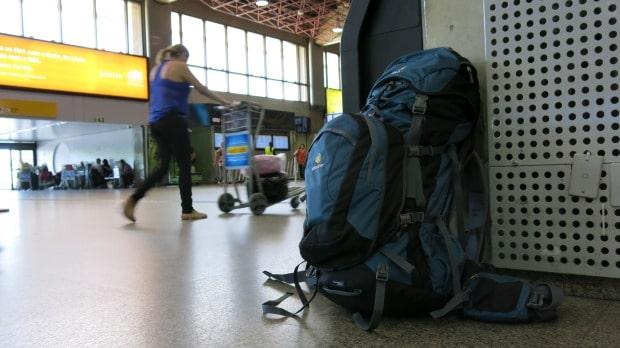 Meu mochilão de viagem com a mochila de ataque presa