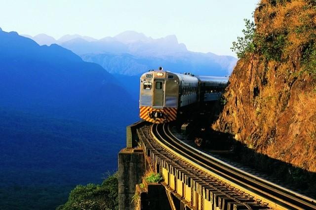 O trem de Curitiba para Morretes leva a paisagens inesquecíveis - foto: divulgação