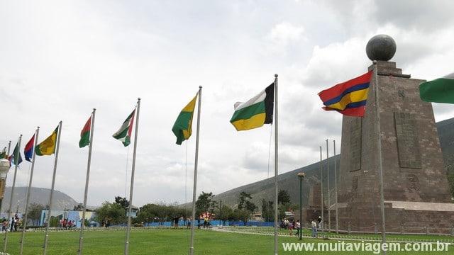 O monumento que marca a Linha do Equador