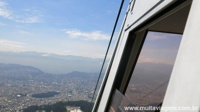 Tente subir em um dia claro no teleférico de Quito
