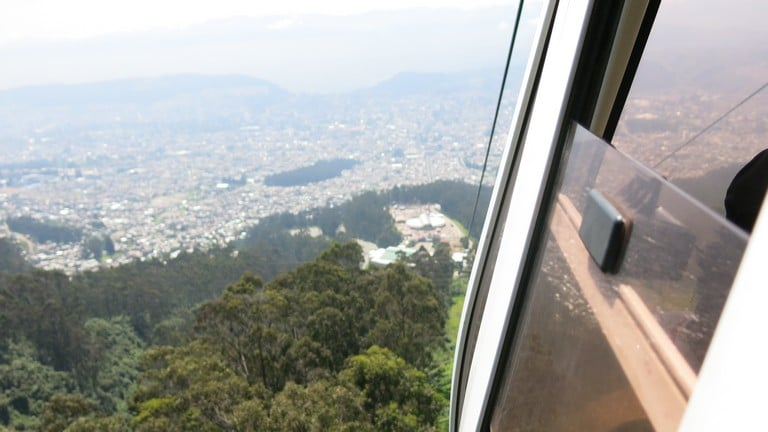 A vista de Quito, capital do Equador, na subida do teleférico