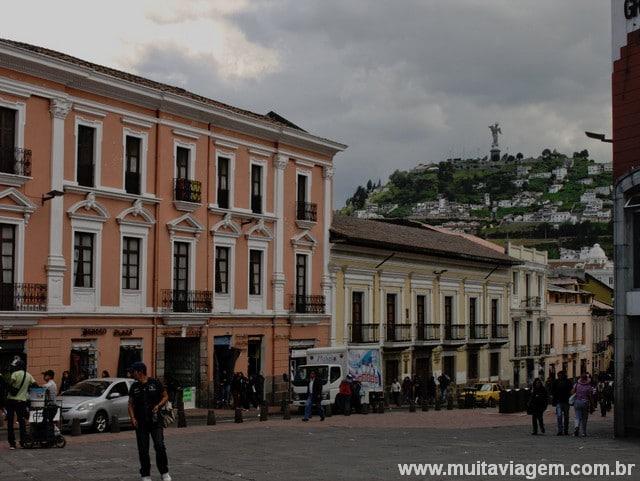 mochilao pela america do sul equador centro historico quito 2014 foto