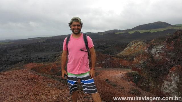 ... fiz trilha em um campo de lava vulcânica...