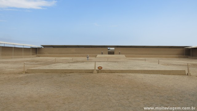 O pátio principal de Chan Chan, ruínas no Peru que são um Patrimônio Mundial da Humanidade