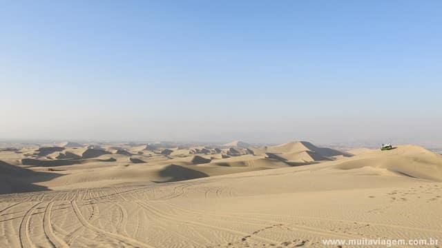 O bugue e sandboard nas dunas do oásis de Huacachina são imperdíveis