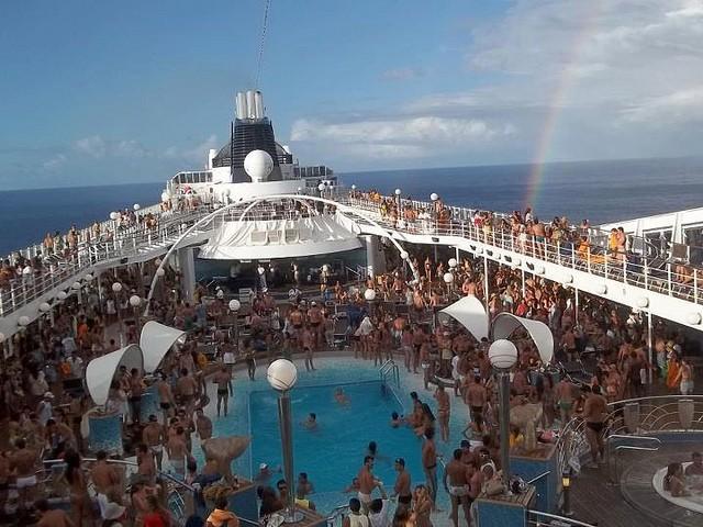 Navio de cruzeiro de Carnaval: está sempre pronto para a festa
