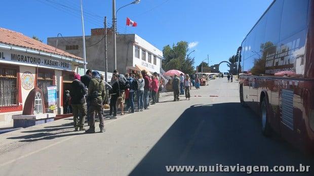 Foi facinho cruzar a fronteira do Peru para a Bolívia, não tive problema nenhum