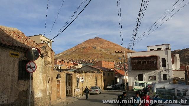 O Cerro Rico, a montanha de prata em torno da qual cresceu Potosí, a cidade mais alta do mundo