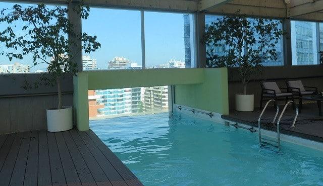 Dicas de hot is em santiago onde ficar no chile for Piscina hotel w santiago