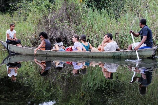 O contato com a natureza se dá em comunhão com os saberes locais