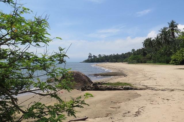 A Praia de Siriuba é tranquila e boa para banho de mar.