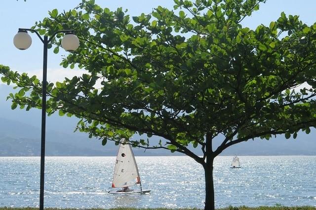 Aprenda a velejar em Ilhabela, capital da vela.
