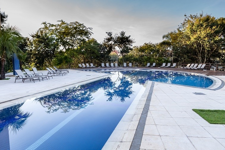 Hotel com piscina para viagem de f rias no ver o for Quality piscinas