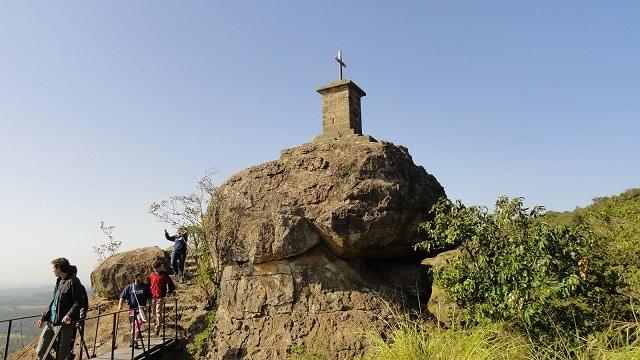 Trilha e mirante na Floresta Nacional de Ipanema, em Sorocaba-SP