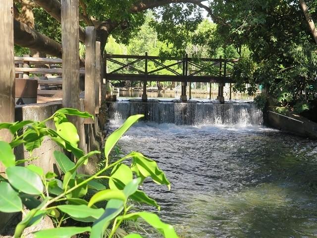 No camping é possível tomar banho no maior rio de água quente do mundo.
