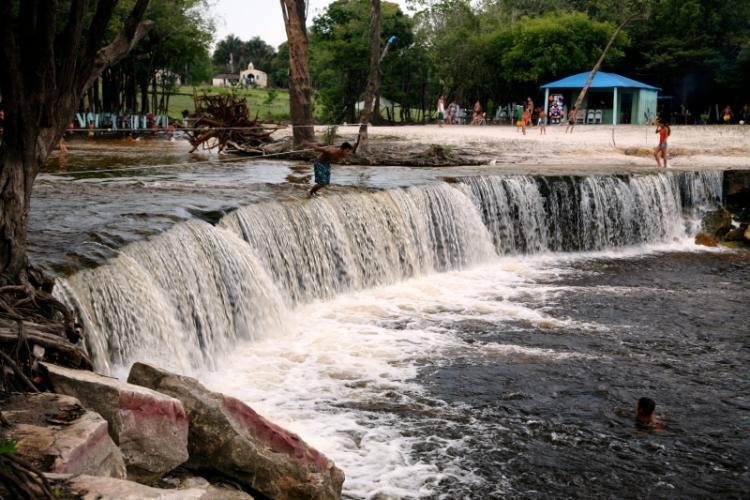 Os passeios perto de Manaus também oferecem cachoeiras para banhos amazônicos