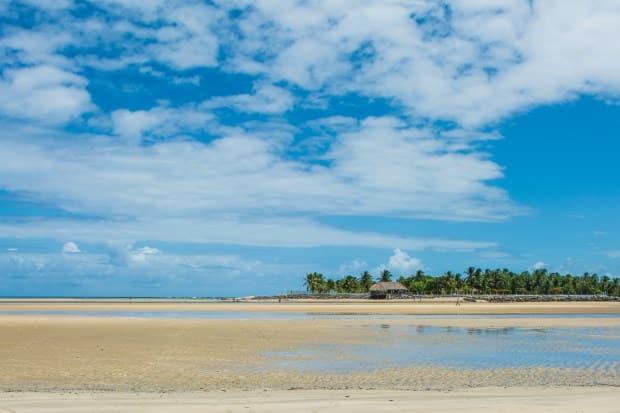O Pontal do Maracaípe tem piscinas naturais e águas quentes e límpidas