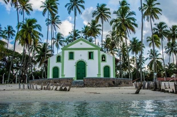 A igrejinha de Carneiros é um símbolo dessa bonita praia de Pernambuco