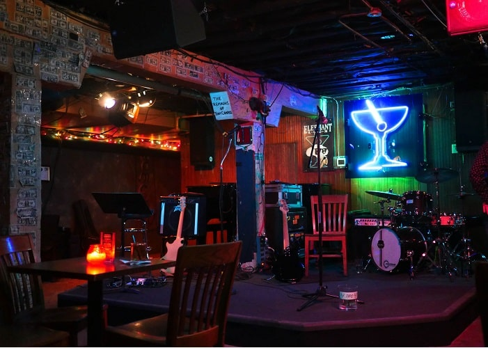 O Elephant Room é um dos melhores bares em Austin.