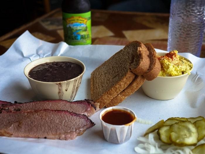 O Rudy's BBQ é um restaurante tradicional em Austin, Texas.
