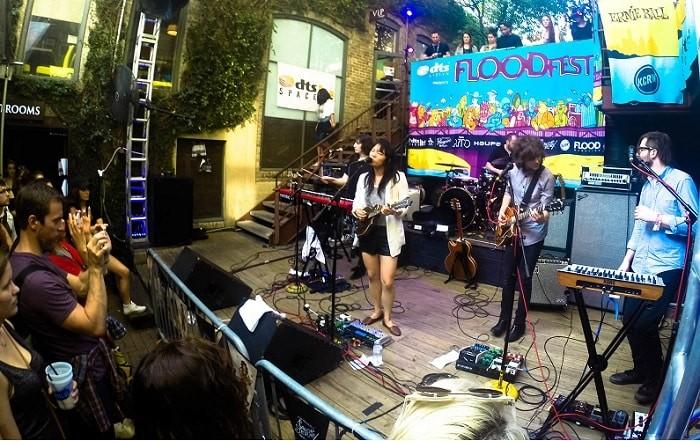 Show grátis da Thao & the get down stay down no Cedar Street, durante o SXSW, Austin.